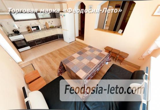 Просторная кухня и  обеденный стол