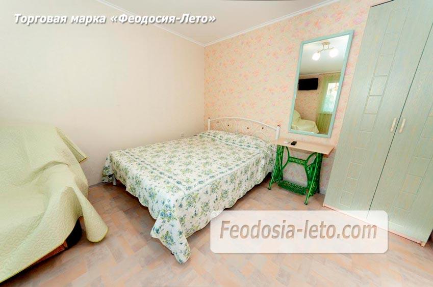 В спальной комнате установлена 2-спальная кровать
