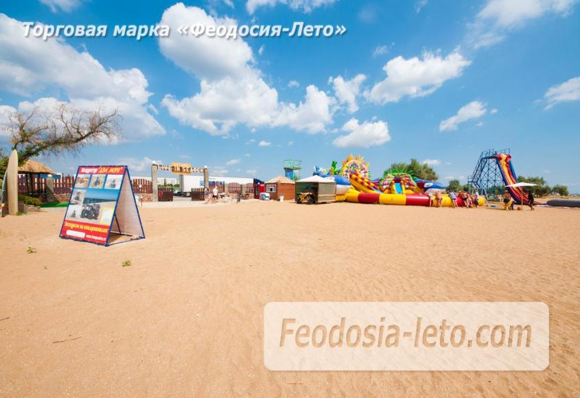 Пляж Сана Круз в Феодосии очень большой и малолюдный