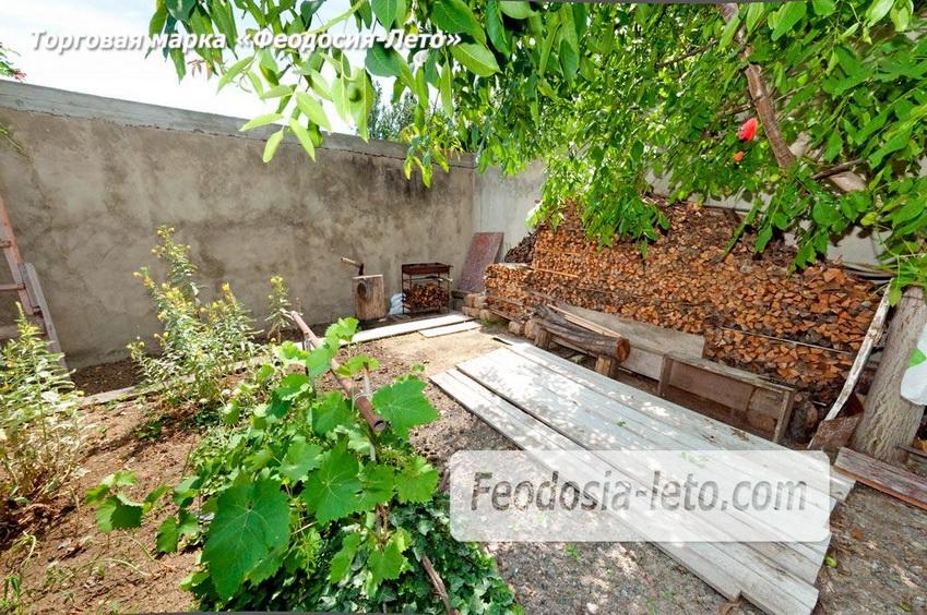 Мангал и дрова во дворе коттеджа в г. Феодосия