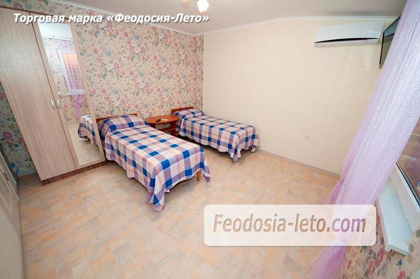 Во второй отдельной комнате - две односпальные кровати