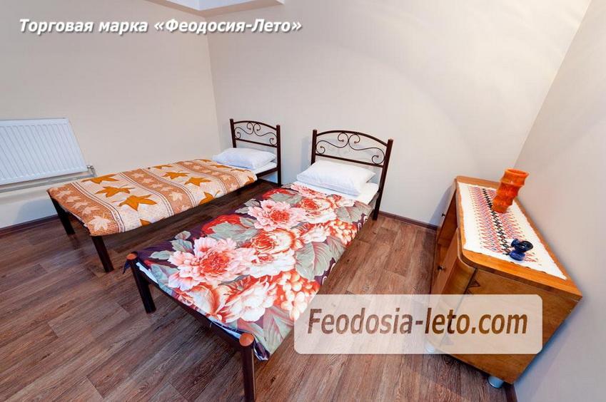 На 1-ом уровне квартиры расположены 2 раздельных спальных места. Сдам в Феодосии посуточно
