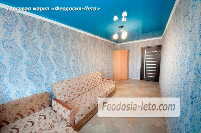 Комната с кроватью и полуторным диваном