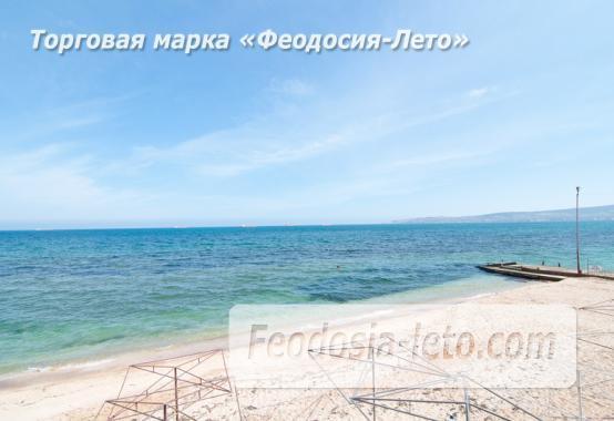 На берегу моря эллинг в Феодосии - фотография № 1