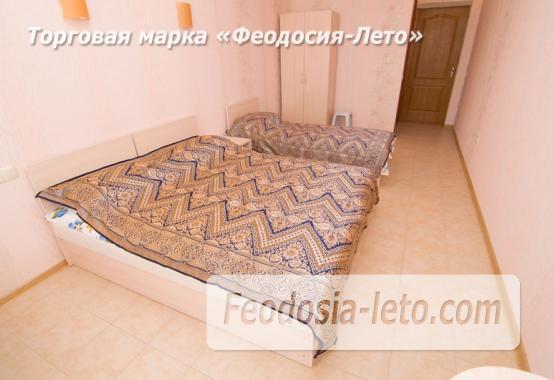 Эллинг на берегу моря на Золотом пляже в Феодосии - фотография № 21