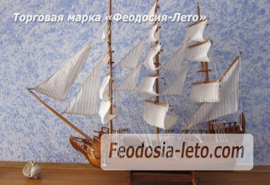 Эллинг со своим пляжем на Черноморской набережной в Феодосии - фотография № 5
