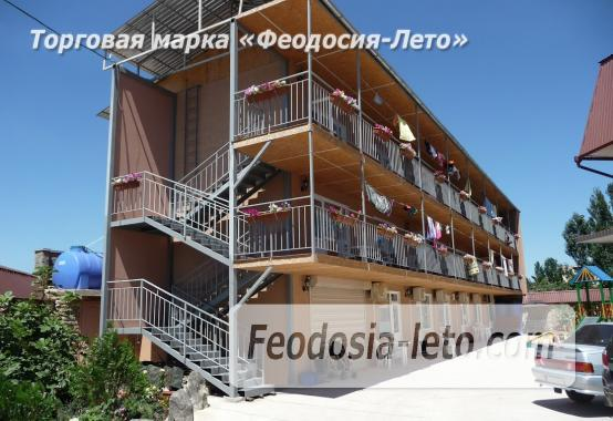 Гостевой дом с детской площадкой у моря на улице Строительная в Феодосии - фотография № 1