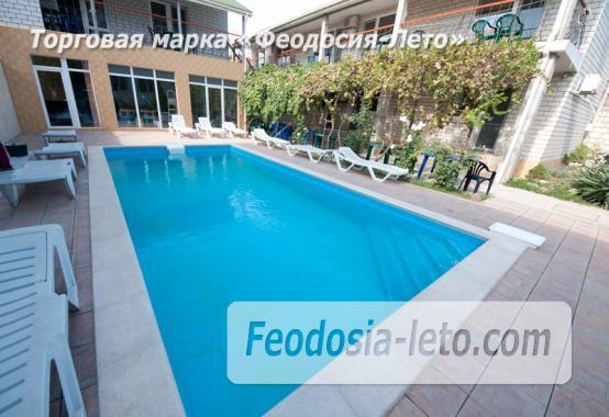 Мини гостиница с бассейном в Феодосии на улице Фестивальная - фотография № 1