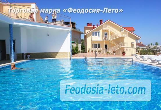 Пансионат с бассейном на набережной Феодосии, улица Революционная - фотография № 1