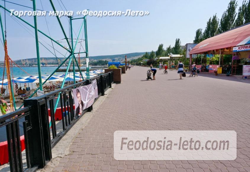 Центральный пляж Камешки в Феодосии - фотография № 16