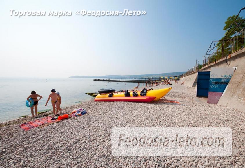 Пляж Ай-Петри, рядом с кафе Суворинские камни в Феодосии - фотография № 12