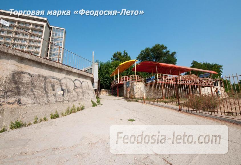 Пляж Ай-Петри, рядом с кафе Суворинские камни в Феодосии - фотография № 10