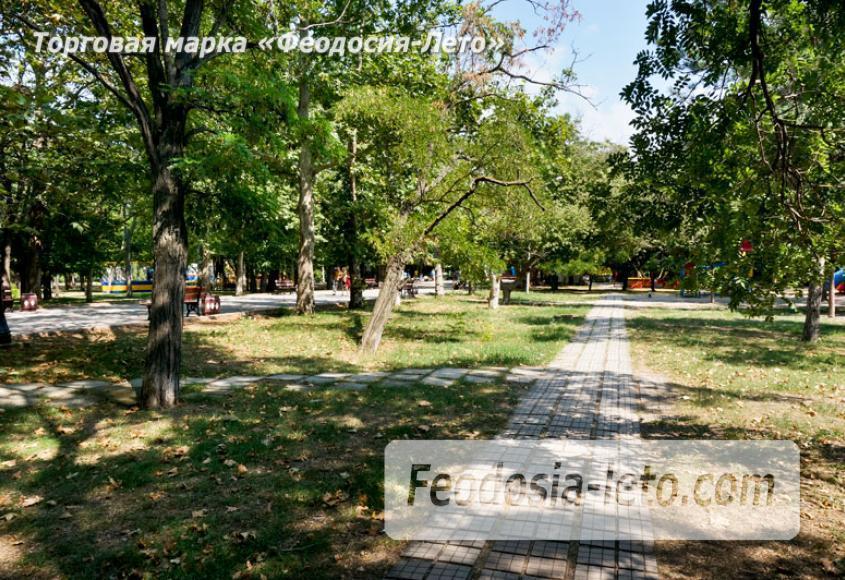 Комсомольский парк в Феодосии - парки города - фотография № 2