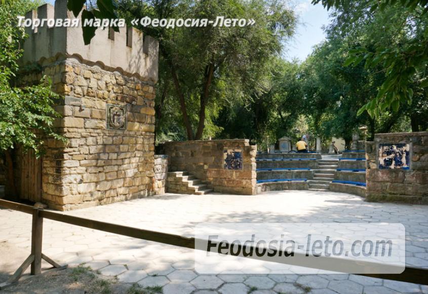 Комсомольский парк в Феодосии - парки города - фотография № 21