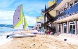 Эллинг в Феодосии на самом берегу моря