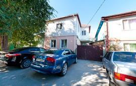 Двор коттеджа в Феодосии на улице Гольцмановской
