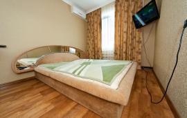 2 комнатная добротная квартира в Феодосии  на улице Шевченко, 55