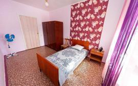 2 комнатная  скромная квартира в Феодосии, улица Шевченко, 55
