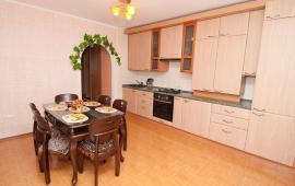 2 комнатная утонченная квартира в Феодосии на бульваре Старшинова, 8-Д