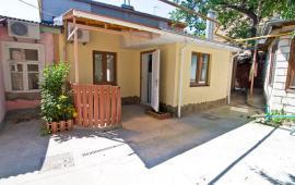 2 комнатный дом в Феодосии на улице Русская