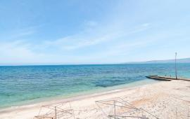 На берегу моря эллинг в Феодосии