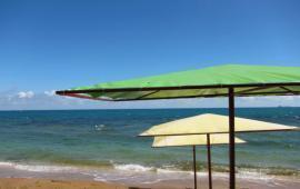 Эллинг со своим пляжем на Черноморской набережной в Феодосии
