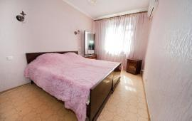 3 комнатная квартира  в Феодосии, бульвар Старшинова, 21