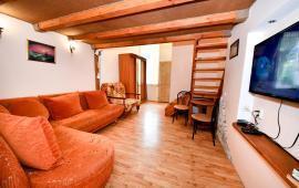 Квартира двухуровневая 1-комнатная в Феодосии с отдельным входом