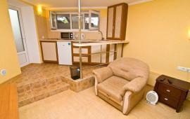Однокомнатная квартира в Феодосии в 10 метрах от пляжа, на Черноморской набережной