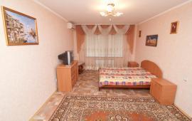 Однокомнатная просторная квартира в Феодосии на бульваре Старшинова, 8-Д