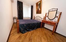 3 комнатная отличная квартира в Феодосии рядом с Комсомольским парком