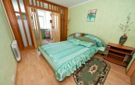 3 комнатная просторная квартира в Феодосии с новой мебелью