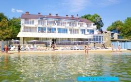 Отель со своим пляжем на улице Курортная