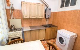 2 комнатная чудесная квартира в Феодосии на улице Горького, 2