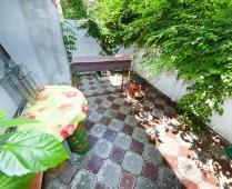 Во дворе дома в Феодосии по переулку Военно-морскому - фотография № 2