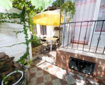 Во дворе дома в Феодосии по переулку Военно-морскому - фотография № 5