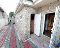 Во дворе дома в Феодосии, переулок Краснофлоцкий - фотография № 12