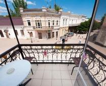 Гостиница в центре города Феодосия на улице Галерейная - фотография № 1