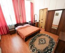 Что находится рядом с гостиницей в центре Феодосии - фотография № 11
