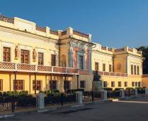 Что находится рядом с гостиницей в центре Феодосии - фотография № 4