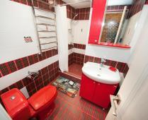Однокомнатный номер на 1 этаже с розовым диваном в Феодосии - фотография № 5