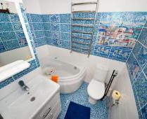 2-х уровневый номер на втором этаже в Феодосии - фотография № 7