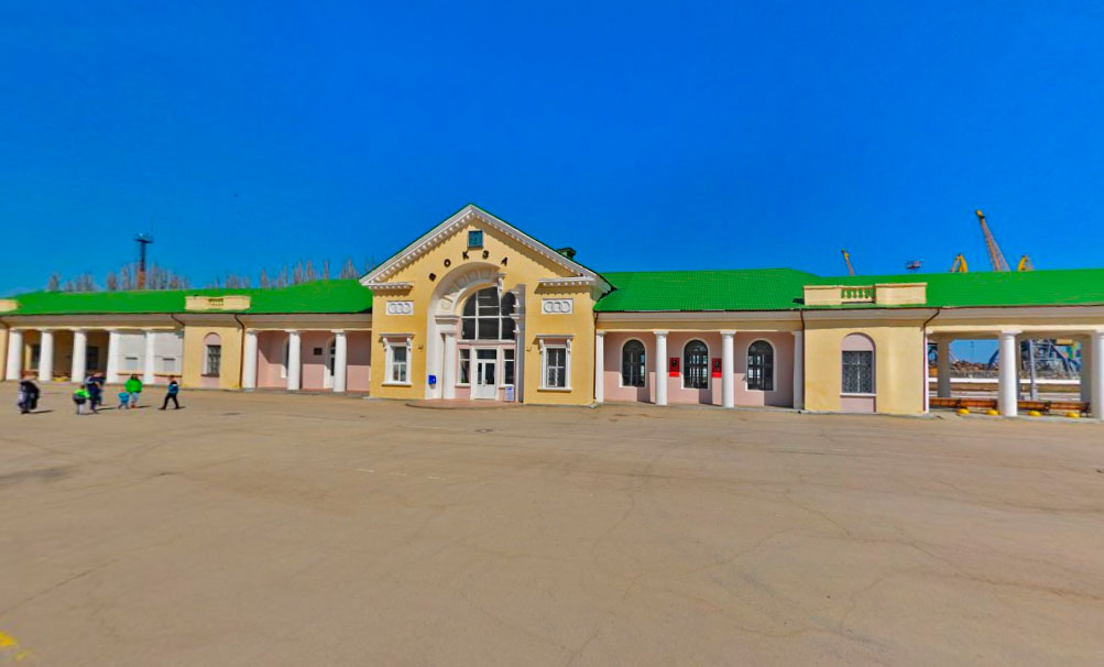 Площадь перед вокзалом