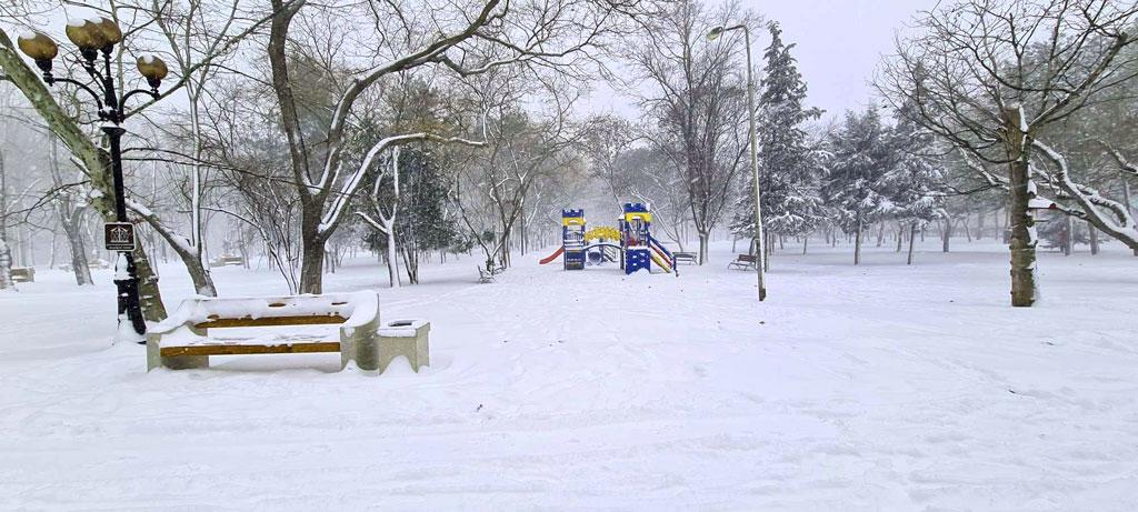 Пустая детская площадка