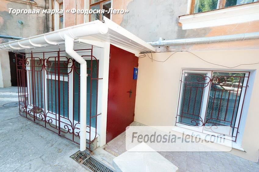 Отдельный вход  в квартиру в Феодосии на улице Горького, 36 со стороны двора