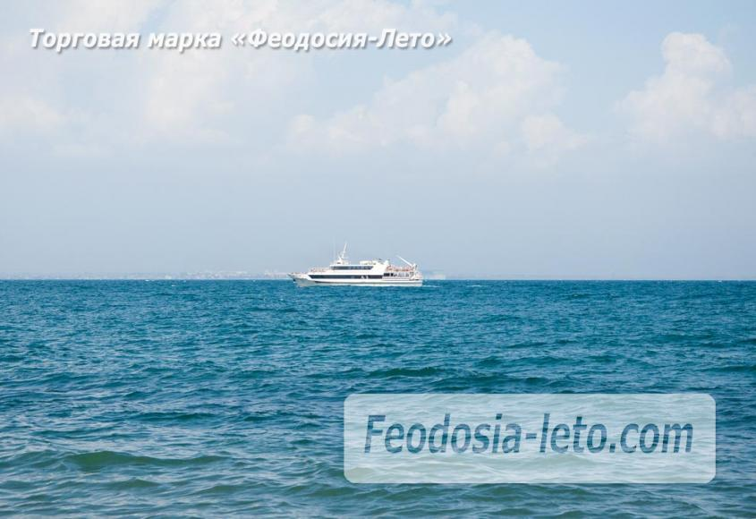 Мимо маяка проходят морские экскурсии в акватории г. Феодосия