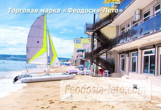 Эллинг в Феодосии на самом берегу моря - фотография № 1