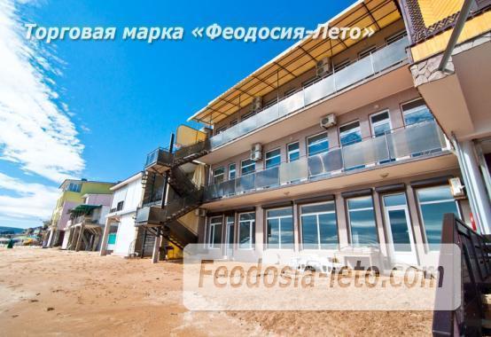 Эллинг в Феодосии на самом берегу моря - фотография № 2