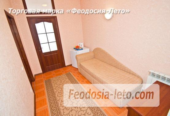 Эллинг в Феодосии на самом берегу моря - фотография № 26