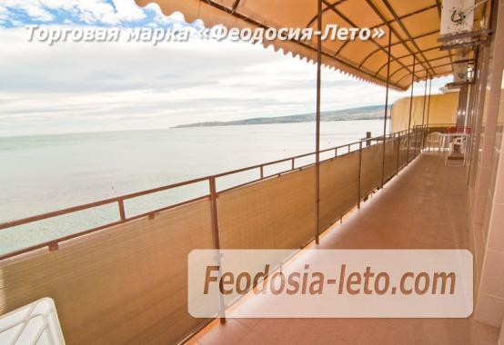 Эллинг в Феодосии на самом берегу моря - фотография № 5